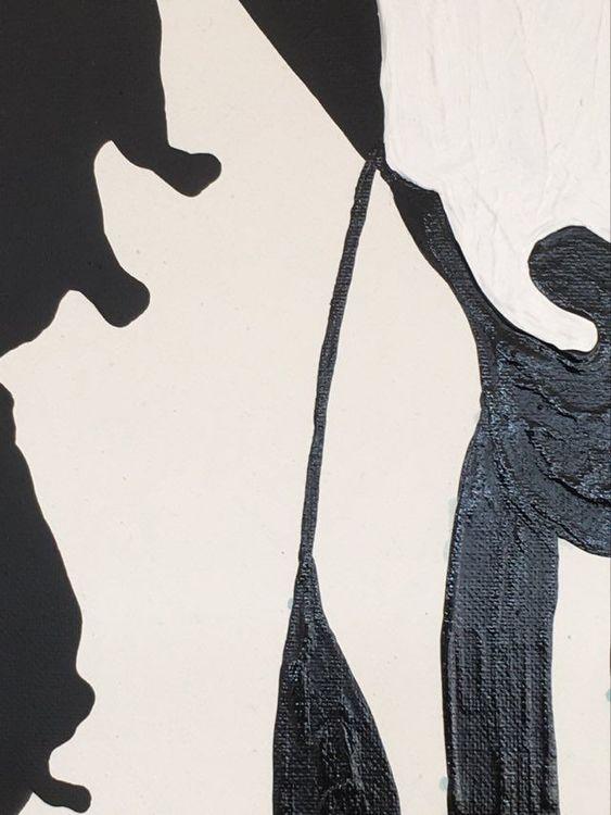 Inred med tavlor. Skapa din egen unika tavelvägg med originaltavlor av känd konstnär. Tavla i svart-vitt.