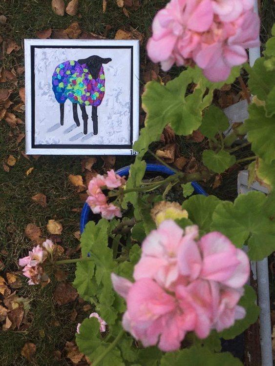 Originalmålningar i glada färger finner du på www.cbruggmann.se . Köp din konst online.