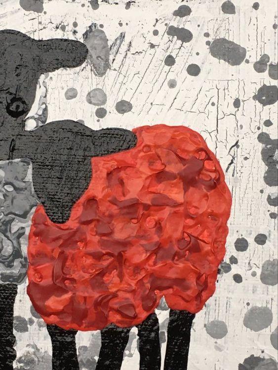 Fårtavla med ett rött får piggar upp ditt hem. Inred med konst på väggarna. Stilren originalmålning.
