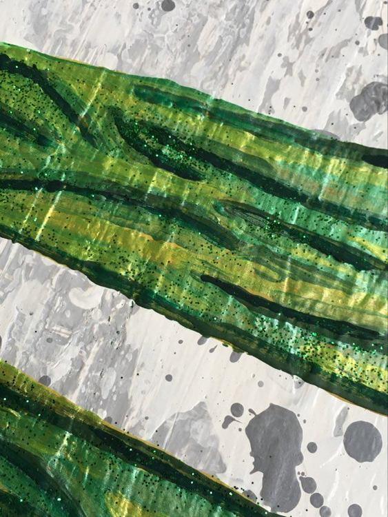 Trollsländor i olika färger har konstnär C.Brüggmann målat på denna tavla i stl. 40x90. Djurmotiv.