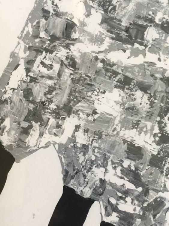 """C.Brüggmann är känd som """"fårkonstnär"""" och målar både grå-vit-svarta får och väldigt färgglada får."""