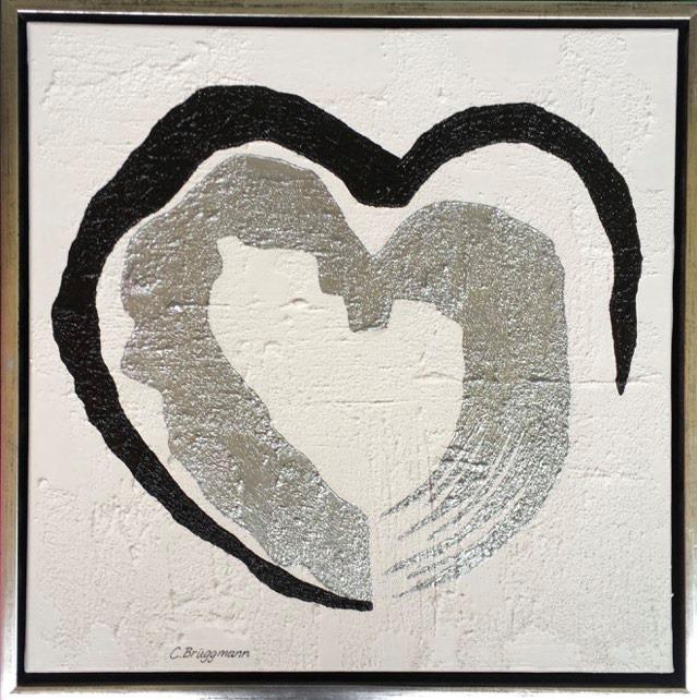 Tavlor med hjärtan målas av C.Brüggmann. Kärleksfulla hjärtmotiv att ha på väggen. Här en tavla med glitter i.
