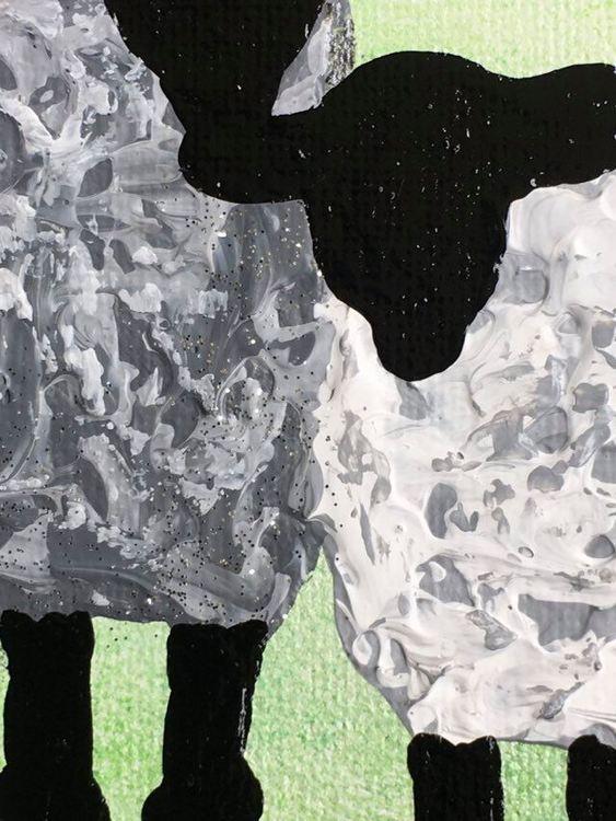Kärlekstavla med kära får. Inredningsdetaljer till ditt hem. Grön/svart/vit/grå-tavla.