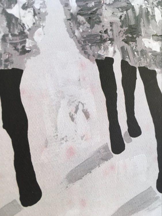 Gotlandsinspirerade motiv i form av Gotlandsfår tolkade på konstnärens eget sätt. Grå-vit-svart väska.