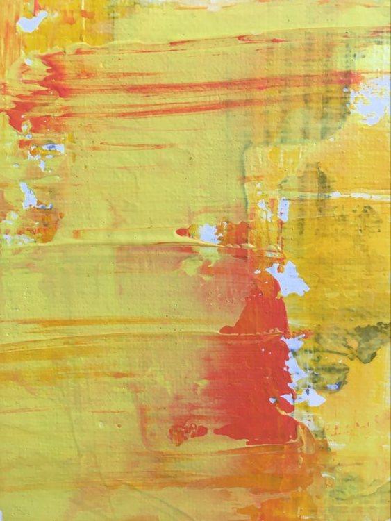 Konstnären C.Brüggmann från Helsingborg målar gärna tavlor med mycket färg men hon skapar även svart-vita-tavlor.
