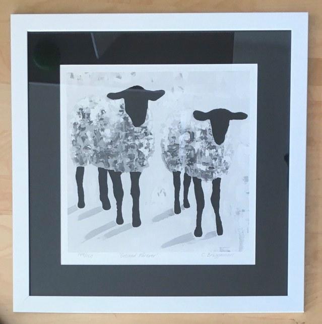 Fårtavlor av fårkonstnären C.Brüggmann kan köpas på webshopen cbruggmann.se. Stilren konst i svart-vitt-grått.
