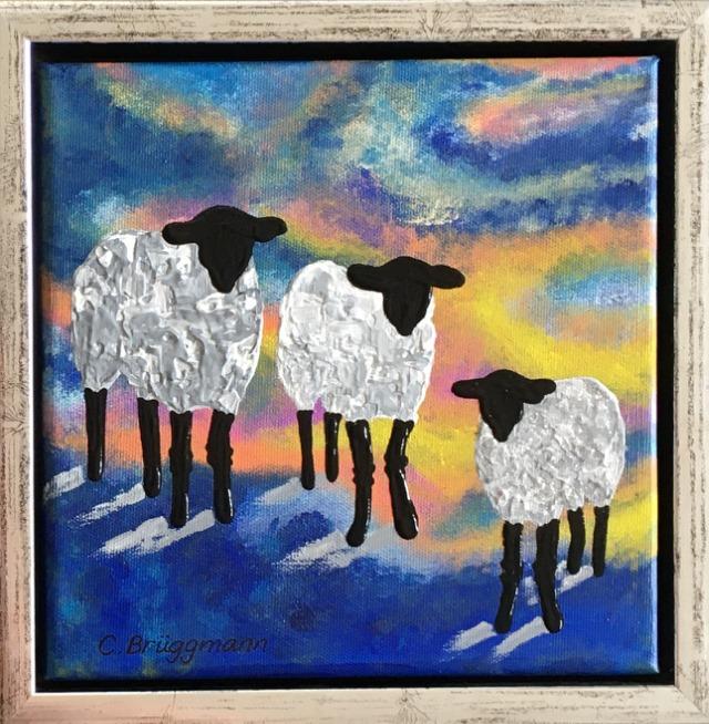 Fårtavlor och fårsaker i form av brickor och kuddar designas och målas av Helsingborgskonstnärinnan C.Brüggmann.