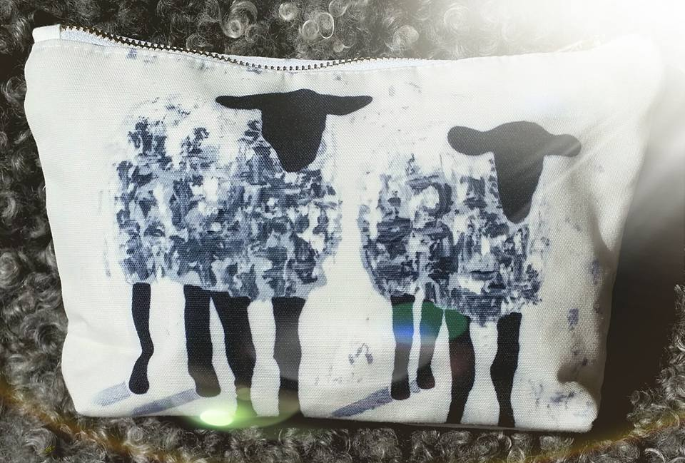 Necessär med får, design av C.Brüggmann. Fårnecessär från cbruggmann.se . Konst på necessär. Konstnecessär C.Brüggmann