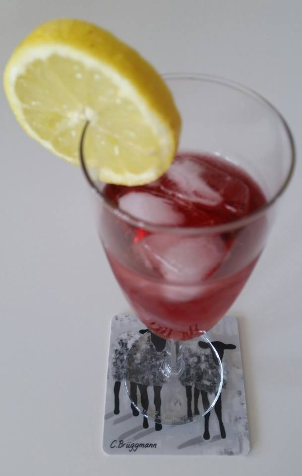 Coola glasunderlägg med konstmotiv designade av C.Brüggmann. Skydda ditt bord med snygga glasunderlägg. Tåliga, hållbara glasunderlägg med får.
