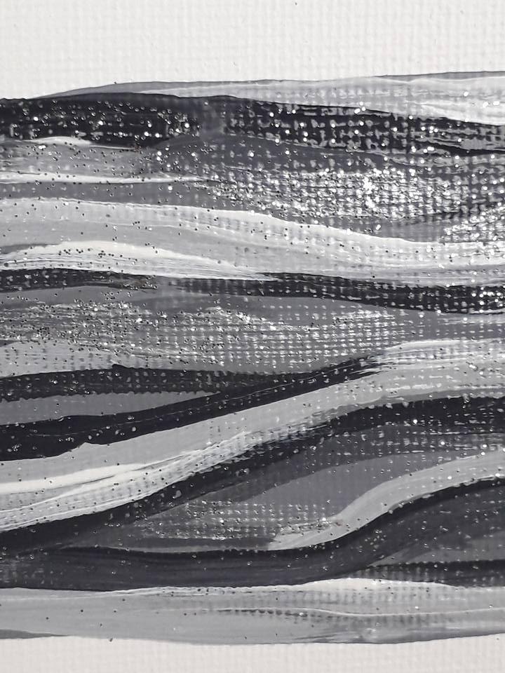 Närbild på tavla med en trollslända. Välgörande konst att vila ögonen på och inreda ditt hem med.