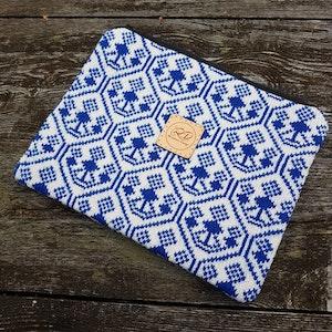 Liten väska/necessär med bingemönster, Klarblå