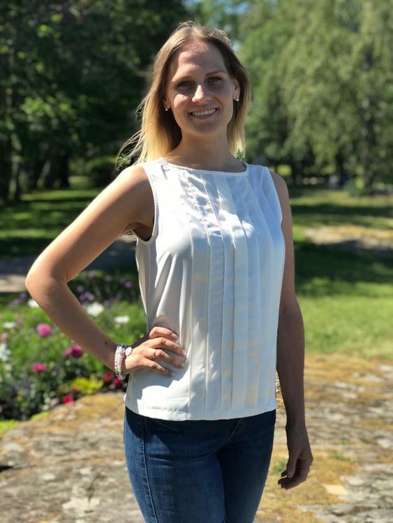Toppen Alexandra creamvit, bild framifrån.