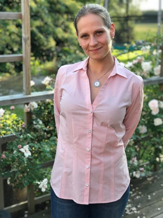 Skjortan Lotta rosa. Ekologisk bomull.
