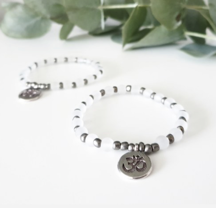 Armband med silver Aum