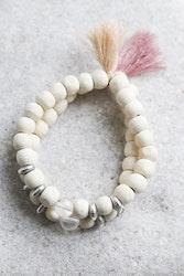 Armband, vita träpärlor med bergkristall