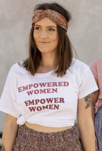 Empowered Woman t-shirt från Yogia