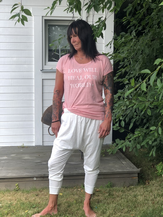 Love will heal t-shirt från Yogia