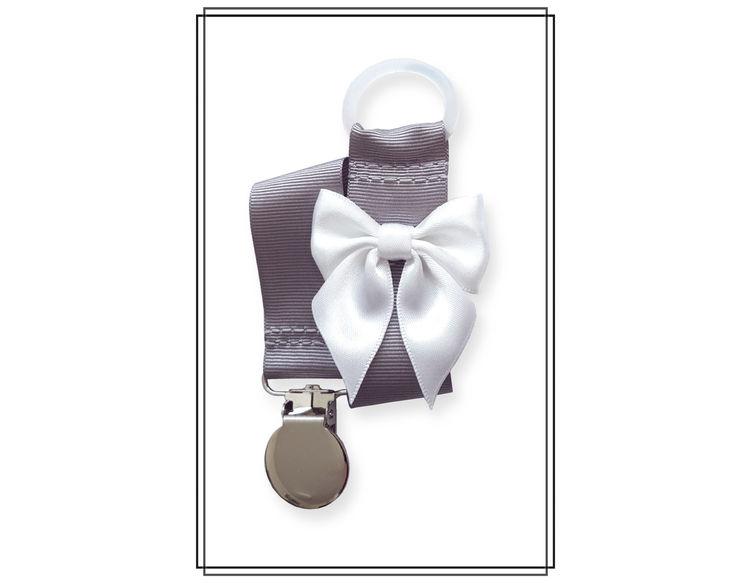 Grå napphållare med vit rosett - silver