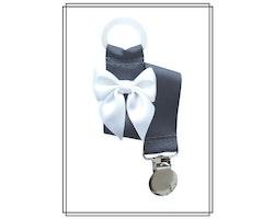 Mörkgrå napphållare med vit rosett - silver