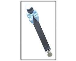 Mörkgrå napphållare med ljusblå rosett - silver