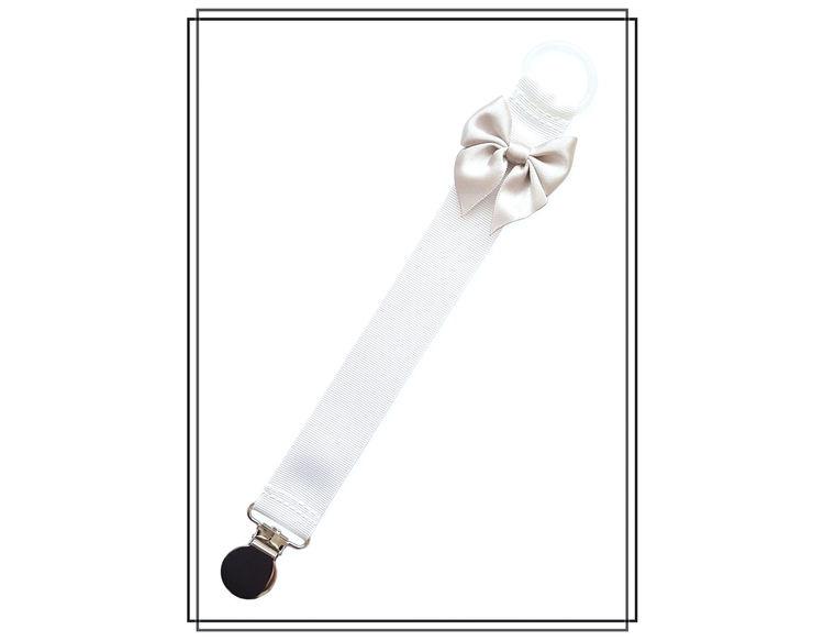 Vit napphållare med ljusgrå rosett - silver