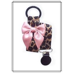 Leopard napphållare med gammelrosa rosett - svart clip
