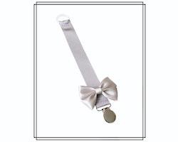 Grå napphållare med ljusgrå Vera-rosett