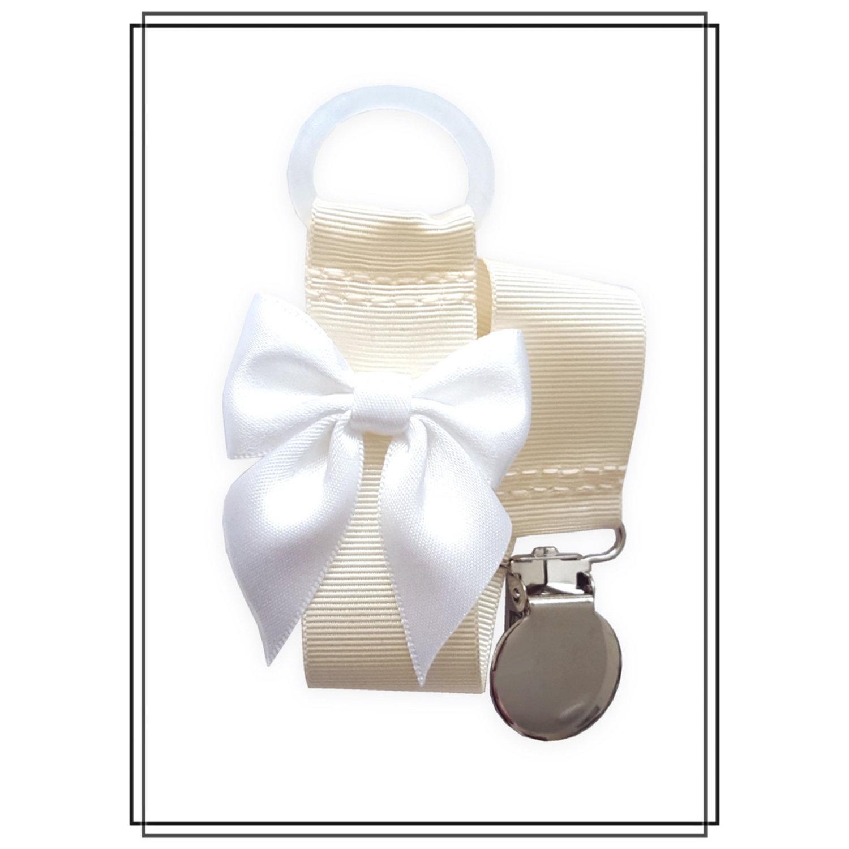 Gräddvit napphållare med vit rosett - silver