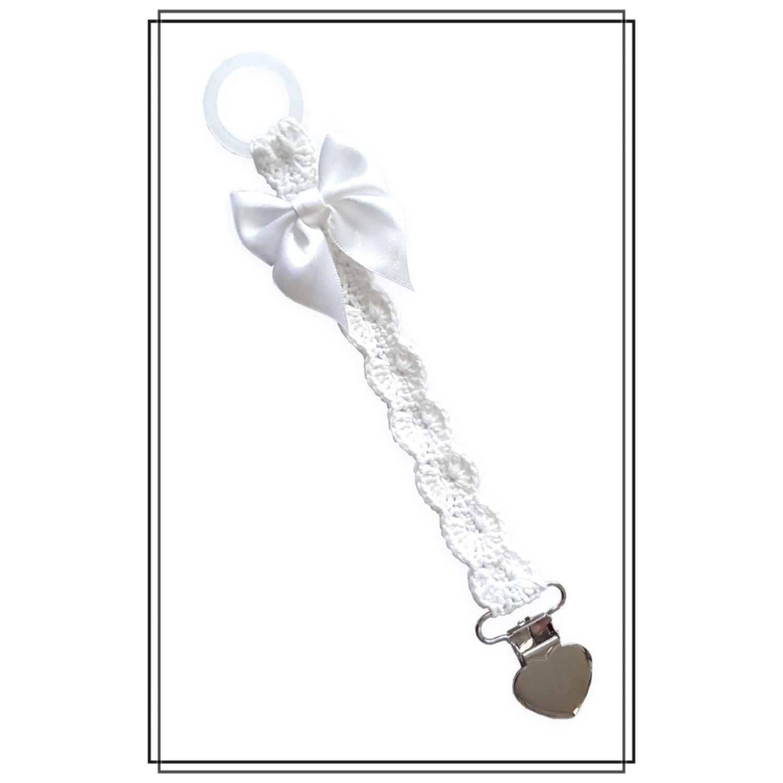 Napphållare virkad vit napphållare med rosett - hjärtclip
