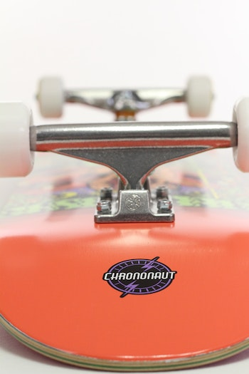 Pro Complete Chrononaut ''Reflection'' * Independent trucks
