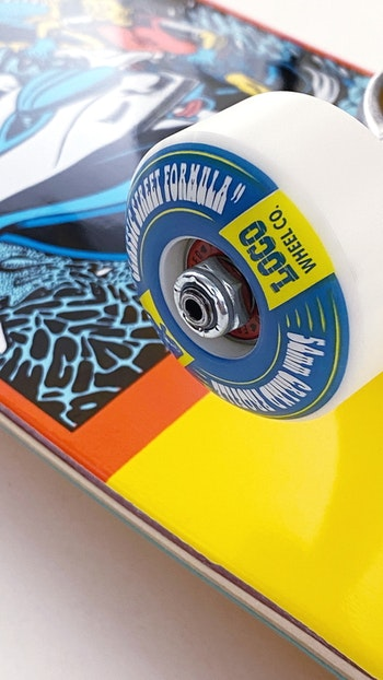 Super Pro Complete Chrononaut ''Chompy'' * Independent Forged Hollow trucks