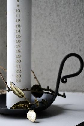 Kalenderljus vit m.guldsiffror