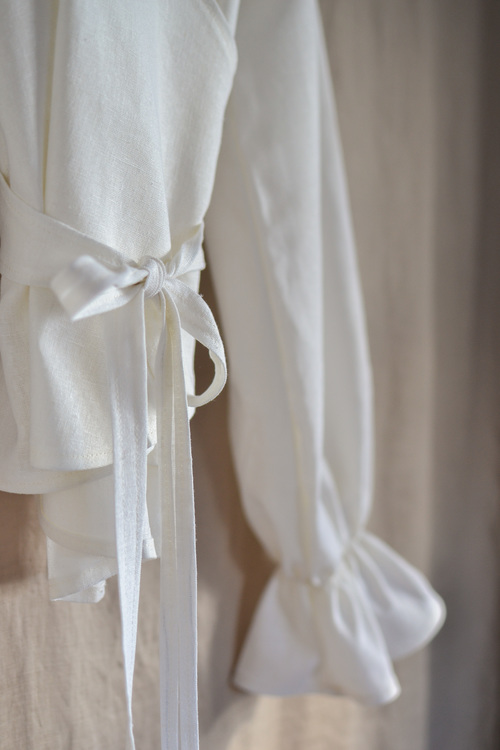 RUFFLE TOP - WHITE