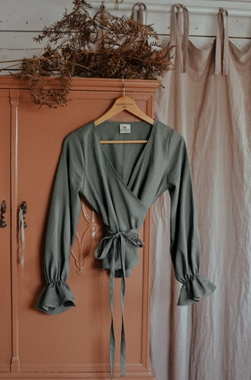RUFFLE TOP - DUSTY GREEN
