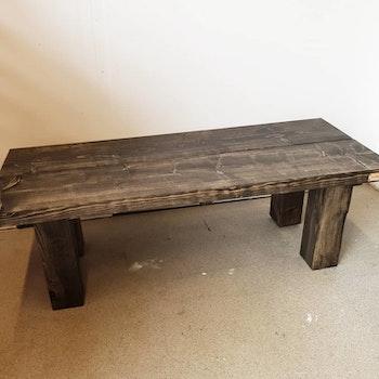 UNIK soffbord med rustika ben