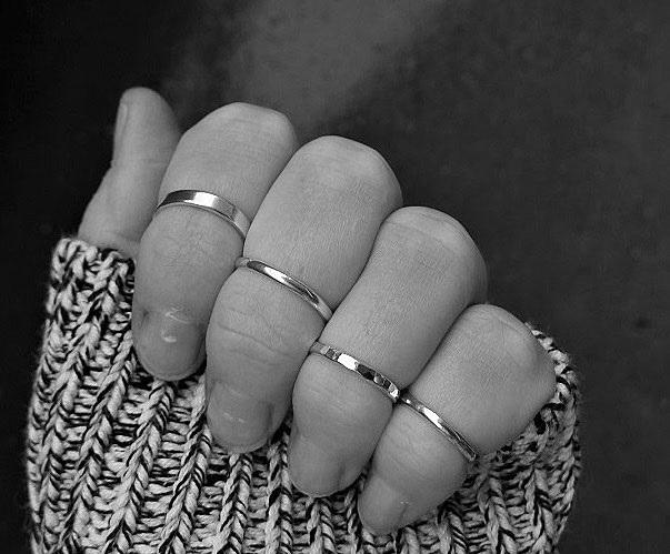 Knog, midi ringar i sterling silver. Mönstrade och släta knogringar.