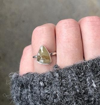 Silverring med gul Safir sten
