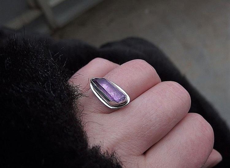 Bergskristall ring i äkta silver med rå kristall