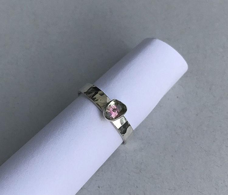Bi color turmalin ring i 925 sterling silver.
