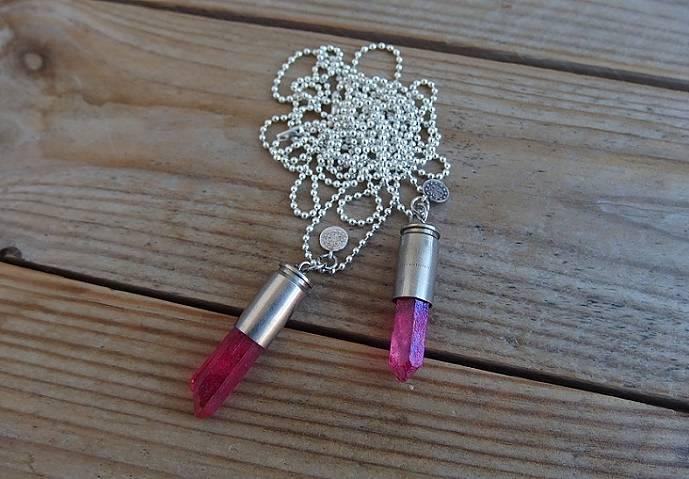 Långt Crystal bullet halsband med röd rå kristall