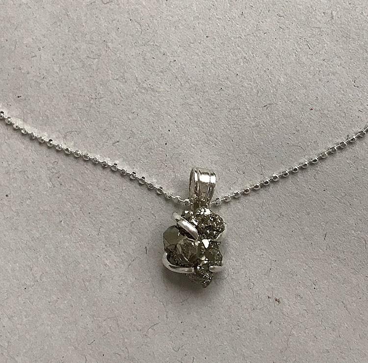Halsband med rå Pyrit sten silver