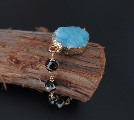 Armband med blå agat och svarta stenar