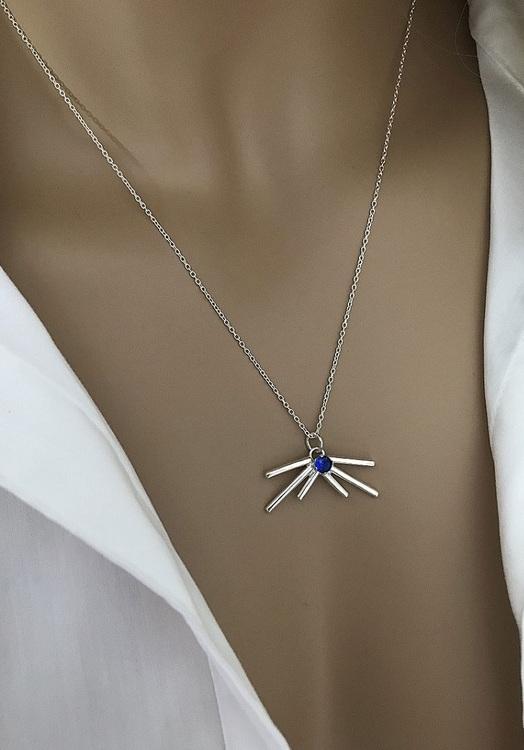Silverhalsband med blå sten