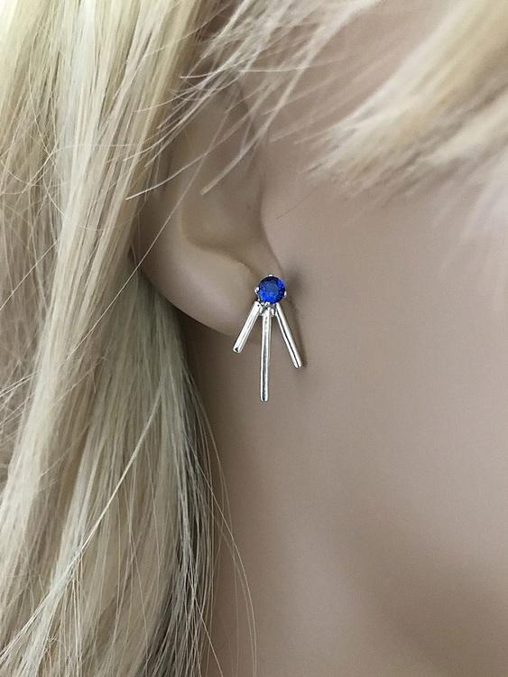 Stiftörhängen med blå stenar och pinnar