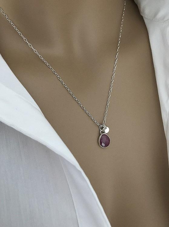 Halsband i silver med rosa safir sten