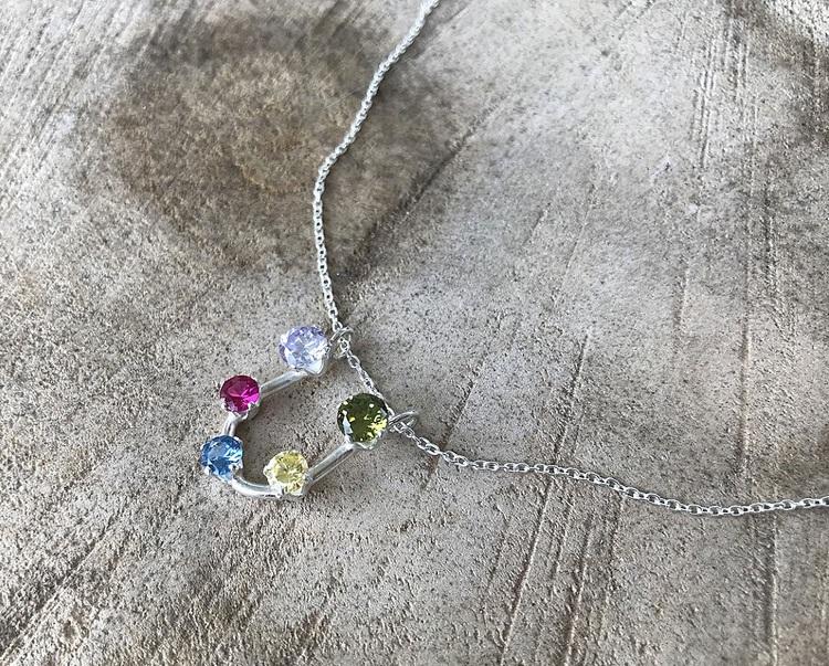 Äkta silverhalsband med stenar i olika färger