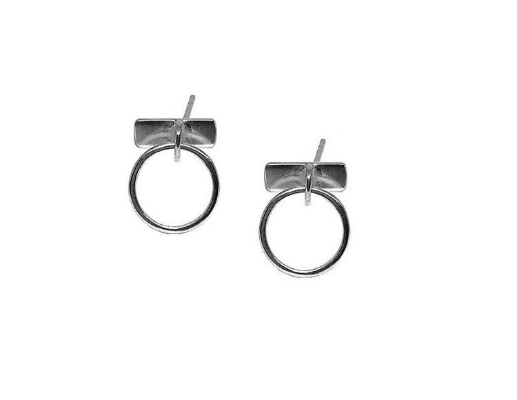 Runda små silverörhängen med stift