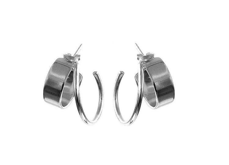 Stiftörhängen med två ringar i ett. 925 sterling silver.
