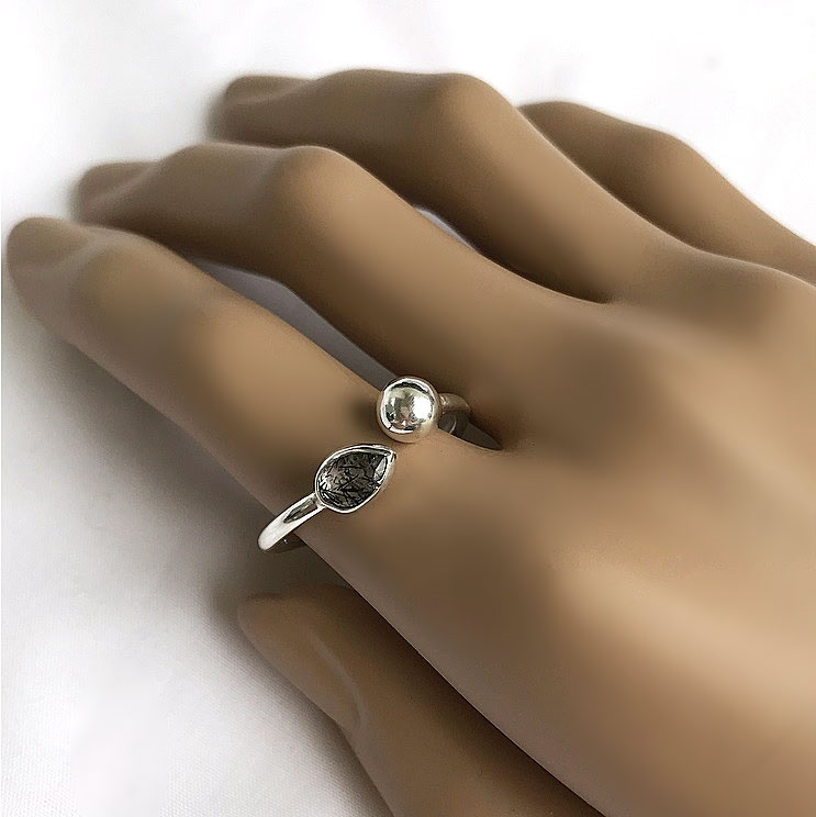 Svart turmalin ring, Svart rutilerad kvarts kristall ring i silver