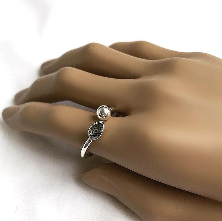 Turmalin ring svart i äkta silver